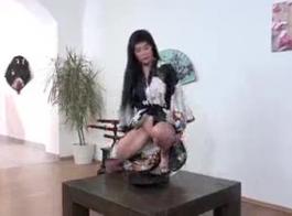 شرقية فاتنة مع كس مشعر يحب الجنس الشرجي وضربات دسار المفضلة أمام الكاميرا