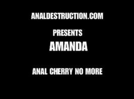 أماندا هي دعابة شقراء حلوة تحب استخدام جميع أنواع الأشياء في جنسها