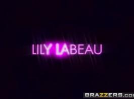 ليلى لابو هو صغيرتي المراهقين شاذه مع مثير الثدي و كس الحلو