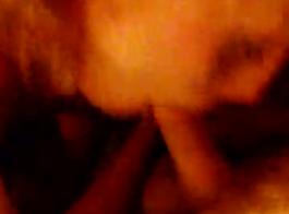 امرأة سمراء قذرة استغل من قبل كاميرا الضوء الأحمر