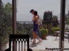 غريب ، في الهواء الطلق الحلمة ومارس الجنس بعقب عاهرة يسخر من رجلها