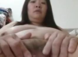 الفتاة الصينية ذات الشعر الطويل والثديين البدينين تتحول إلى آلة جنسية مع وكيلها الآسيوي