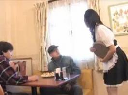 يتم الدفع للخادمة الهولندية لصاحب عمل ثري مقابل ممارسة الجنس العنيف مع زميل تفوح منه رائحة العرق