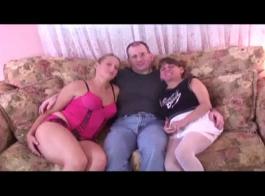 حصلت امرأة سلوفينية مارس الجنس في موقف أسلوب هزلي، بينما كانت مرتبطة ضيقة
