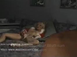 الفاسقات بلوندي قرنية يمارسن الجنس مع مهوس محظوظ يعاني معه ويتشاركان الحيوانات المنوية