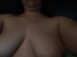 فتاة عاريات جميلة فاتنة مارس الجنس في الملابس الداخلية.