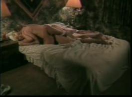 شقراء جميلة، سافانا، يحتاج إلى ثلاثة رجال لجعل أن قدين من المتعة كما لم يحدث من قبل.