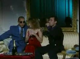 وقحة الفرنسية، يأخذ كريستيل يأخذ تدليك مريح، بينما لا أحد يراقبها في العمل.