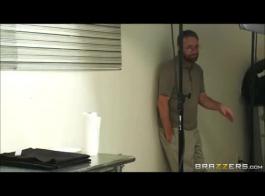 تحميل فيديو مص الثدي XNXX com