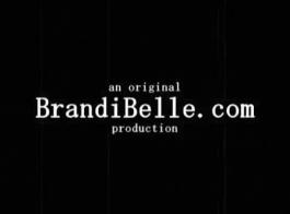 براندي حسناء يرى عملاق قفص الفيديو الاباحية!