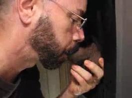 تناول الديك الأسود الكبير لمقطع الإباحية محلية الصنع