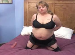 الشرج الحقيقي ضخمة الثدي فتاة بيضاء على ديك أسود