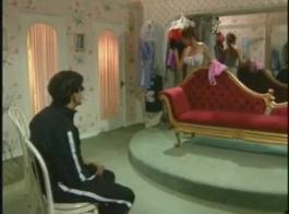 قصر إيطالي مع شهر عسل .. تصوير فالنتينا نابي يأخذ إيميلي ويليس يريد أن ينفخ