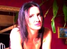 أحمر الشعر الألماني جوان ملاك يحصل صدمها من قبل شريكها.