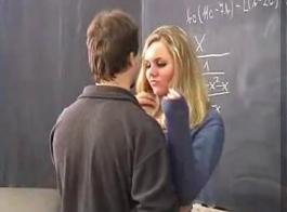 طالب مكالمات مفلس يحصل إذلال في الفصل.