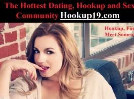 امرأة شقراء من ذوي الخبرة هي ممارسة الجنس غير الرسمي مع اثنين من الرجال في نفس الوقت، خلال مقابلة عمل.