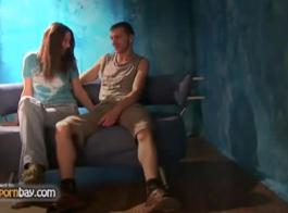 الزوجان الروسي الساخن هو الغش على أصدقائهم لمجرد أنهم بحاجة إلى الاحتفاظ بهم راضين