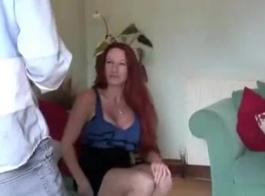 أمي شقراء مثير، مارينا تمتص ديك صخرة صعبة بدلا من دراسة الصعب للامتحانات