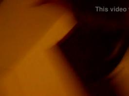 وسيم بشرة بيضاء بشهارة مارس الجنس من قبل الديك الأسود الكبير